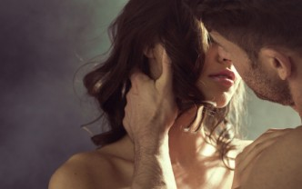 Paar vor dem Kuss
